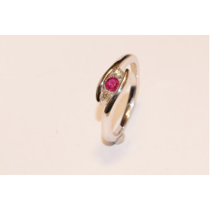 18ct White Gold Ruby & Diamond Twist Ring DRR794